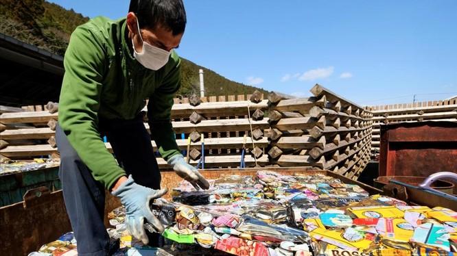 Bảo vệ môi trường luôn là vấn đề nhức nhối, đáng quan tâm trong cộng đồng. Tại Việt Nam, hàng loạt phong trào giảm rác thải nhựa, bảo vệ bờ biển, trồng cây xanh… đã ra đời.