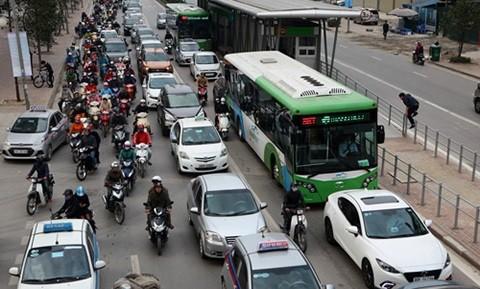 Từ khi tuyến BRT hoạt động, Phòng CSGT Công an TP. Hà Nội ghi nhận hàng trăm lượt ôtô và xe máy lấn làn.