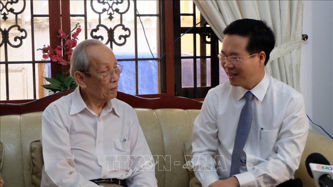 Trưởng Ban Tuyên giáo Trung ương Võ Văn Thưởng thăm hỏi Giáo sư, Tiến sĩ Trần Hồng Quân