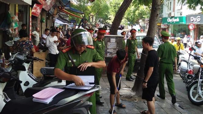 Công an quận Hoàn Kiếm kiên quyết xử lý các trường hợp vi phạm.