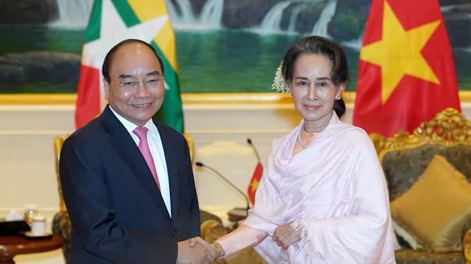 Thủ tướng Nguyễn Xuân Phúc hội đàm với Cố vấn Nhà nước Aung San Suu Kyi.