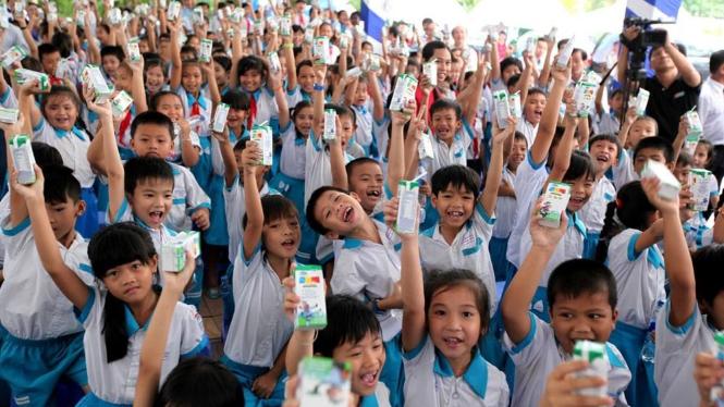 Mỗi ngày trên địa bàn TP. Hà Nội có trên 1 triệu trẻ em (chiếm tỷ lệ gần 90%) uống sữa theo chương trình Sữa học đường. Ảnh: Ngọc Minh