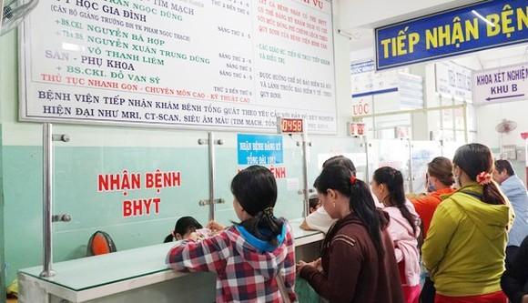 Thủ tướng yêu cầu Bảo hiểm xã hội Việt Nam tăng cường kiểm tra, thanh tra hoạt động khám bệnh, chữa bệnh và thanh toán chi phí khám bệnh, chữa bệnh bảo hiểm y tế để ngăn chặn tình trạng lạm dụng, trục lợi quỹ bảo hiểm y tế. Ảnh minh họa: Báo SGGP.