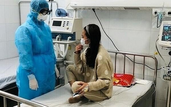 nữ bệnh nhân 25 tuổi dương tính với virus được điều trị tại Bệnh viện đa khoa tỉnh Thanh Hóa xuất viện sau 10 ngày điều trị cũng đã được miễn giảm toàn bộ chi phí điều trị. Ảnh: Báo Thanh Hóa.