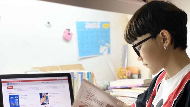 Học sinh lớp 10 học từ xa bằng giải pháp VNPT E-Learning. Ảnh: Thế Hưng.