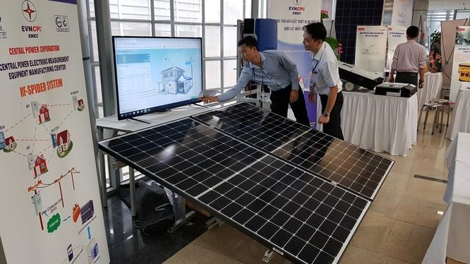 Pin năng lượng mặt trời do doanh nghiệp trong nước sản xuất. Ảnh minh họa: Bộ Công thương.