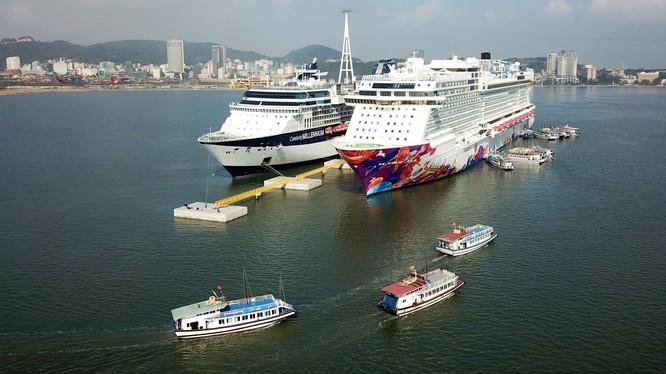 Mặc dù đang thời gian chống dịch COVID-19, nhưng Quảng Ninh vẫn là điểm đến thu hút nhiều hãng tàu đưa khách du lịch tàu biển tới tham quan. Ảnh minh họa: quangninh.gov.vn.