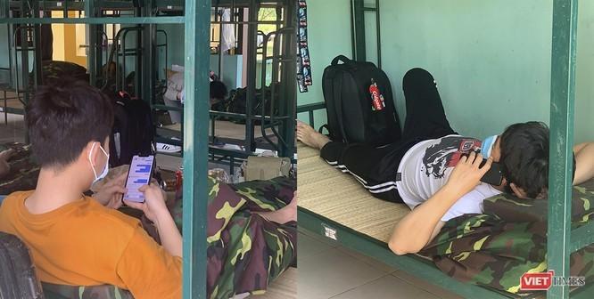Số lượng công dân đang thực hiện cách ly y tết tại hệ thống doanh trại quân đội đạt hơn 30% sức chứ. Ảnh: Hồ Xuân Mai.