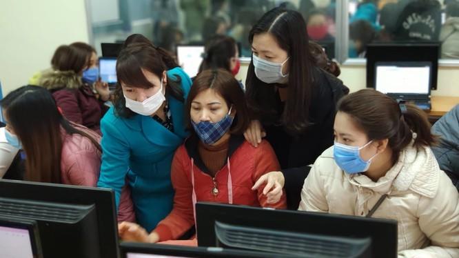 Giáo viên Trường Tiểu học Lý Thái Tổ (Hà Nội) tập huấn dạy học trực tuyến. Ảnh minh họa: Moet.