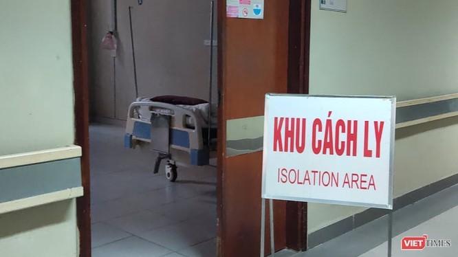 Trên thế giới, tỷ lệ bệnh nhân COVID-19 tử vong chủ yếu là người cao tuổi có kèm nhiều bệnh lý mãn tính. Ảnh: Minh Thúy.