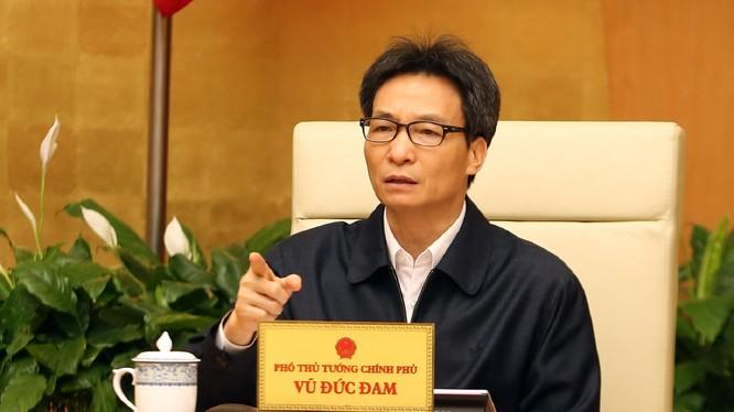 Phó Thủ tướng Vũ Đức Đam phát biểu tại cuộc của Ban Chỉ đạo quốc gia phòng chống dịch bệnh viêm đường hô hấp cấp do chủng mới của virus Corona gây ra. Ảnh: VPCP.