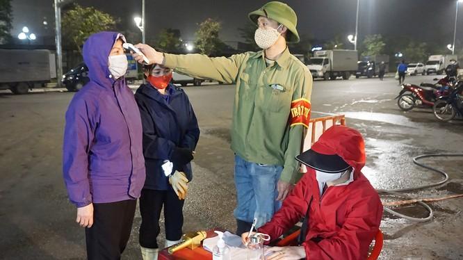 Quảng Ninh đã tổ chức nhiều điểm đo thân nhiệt và lưu thông tin cá nhân. Ảnh: UBND tỉnh Quảng Ninh.
