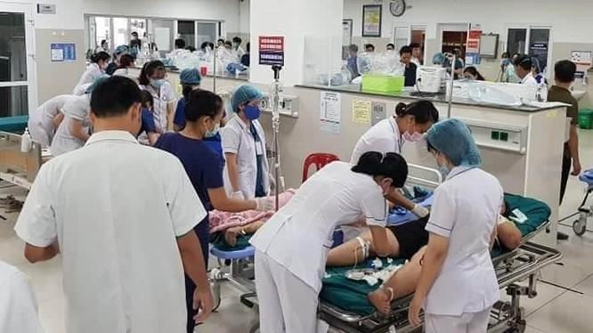Quang cảnh khẩn trương cấp cứu người bị nạn tại Bệnh viện Hữu nghị Việt Nam – Cu Ba, Đồng Hới. Ảnh: FB Dương Sông Lam.
