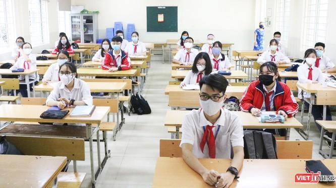 Học sinh tuân thủ các biện pháp phòng dịch COVID-19. Ảnh minh họa.