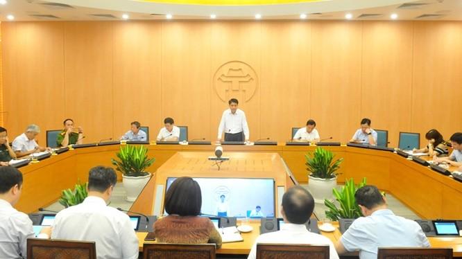 Chủ tịch UBND TP. Hà Nội Nguyễn Đức Chung trao đổi tại cuộc họp giao ban trực tuyến về phòng, chống COVID-19. Ảnh: Hanoi.gov.vn