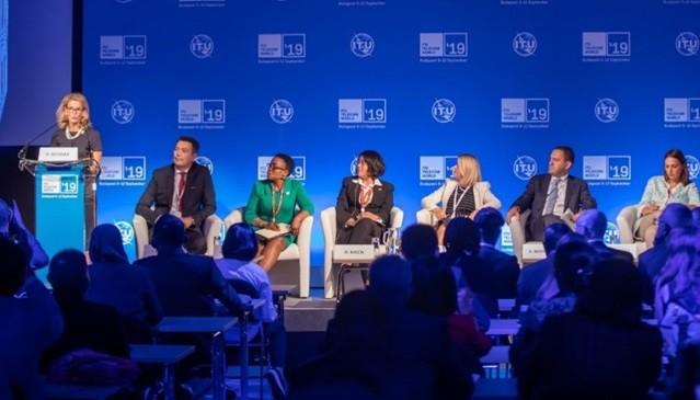 Phiên hội nghị bàn tròn tại Triển lãm ITU Telecom World 2019, Hungary. Ảnh: Vụ HTQT - Bộ TT&TT