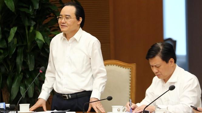 Bộ trưởng Bộ GD&ĐT Phùng Xuân Nhạ yêu cầu các tác giả, Hội đồng Thẩm định SGK quốc gia rà soát, giải trình, tiếp thu, hoàn thiện để chất lượng SGK ngày càng tốt hơn. Ảnh: VGP.