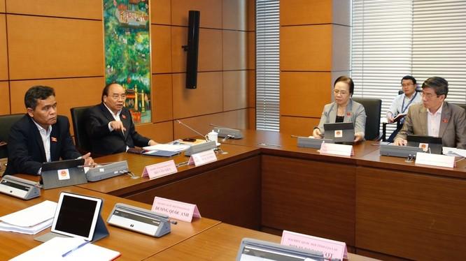 Thủ tướng Nguyễn Xuân Phúc phát biểu tại tổ đại biểu Quốc hội. - Ảnh: VGP.