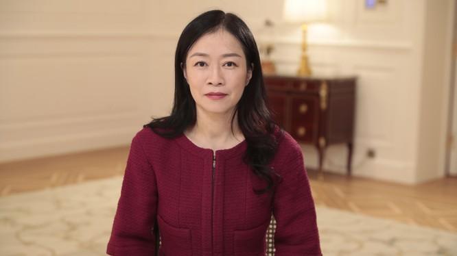 Bà Chen Lifang - Phó Chủ tịch Cấp cao kiêm thành viên HĐQT Huawei - trao đổi trực tuyến tại diễn đàn.