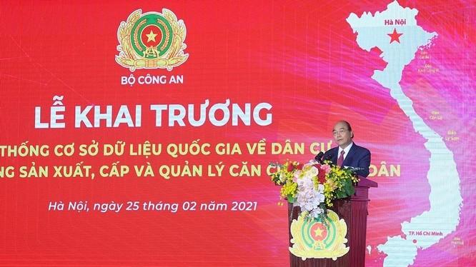 Thủ tướng Nguyễn Xuân Phúc nêu rõ, hai dự án có ý nghĩa đặc biệt quan trọng trong việc xây dựng, phát triển hệ thống Chính phủ điện tử. Ảnh: Bộ Công an