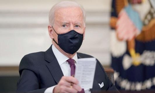 """Nhà Trắng cho biết quyết định của Tổng thống Biden """"gửi đi một tín hiệu rằng nước Mỹ sẽ áp đặt các phí tổn một cách chiến lược và tác động kinh tế lên Nga nếu nước này tiếp tục hoặc leo thang hành động gây bất ổn quốc tế""""."""