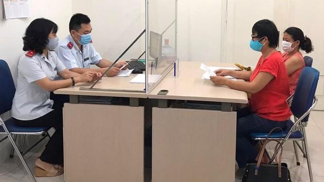 Thanh tra Sở Thông tin và Truyền thông TP Hà Nội làm việc với đại diện Công ty TNHH Hướng tới Minh bạch.