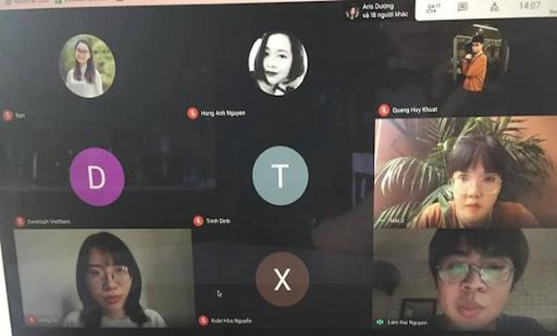 Các thành viên Developh Vietnam và các học viên trong khoá học lập trình 2020.