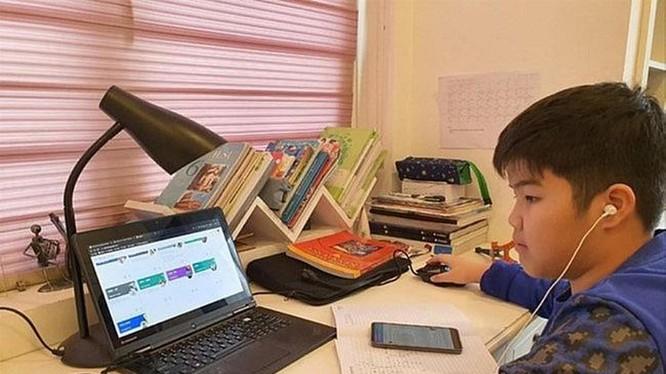 gần 60% số trẻ em ở khu vực APAC tham gia các lớp học trực tuyến qua điện thoại thông minh.