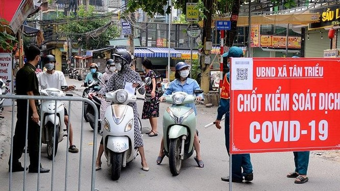Nhiều quận, huyện của Hà Nội đã lập chốt kiểm soát người và phương tiện ra đường không có lý do.
