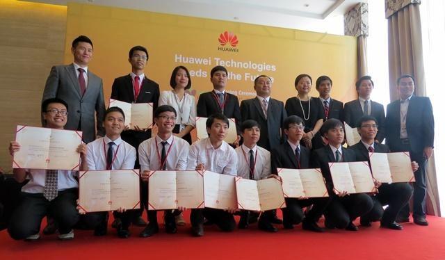 """Tính đến năm 2020 đã có 69 sinh viên xuất sắc đến từ các trường hàng đầu Việt Nam được tiếp cận công nghệ mới qua chương trình """"Hạt giống cho tương lai"""" của Huawei ."""