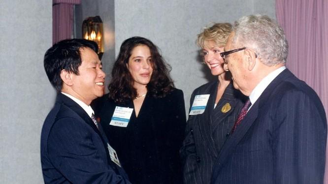 Ông Nguyễn Trần Bạt tại cuộc gặp gỡ Kisssinger.