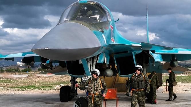 """Máy bay chiến đấu hiện đại Su-34 """"thú mỏ vịt"""" của Nga tham chiến tại Syria (ảnh: Sputnik)"""
