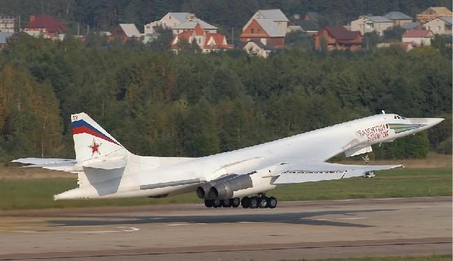 Máy bay ném bom chiến lược Tu-160 Blackjack (ảnh: The Aviationist)