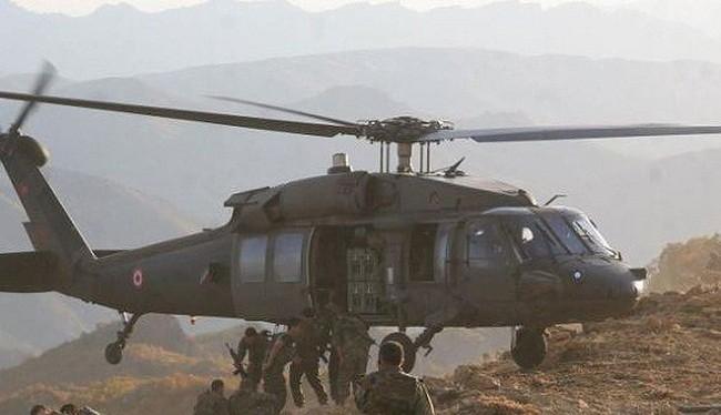 Binh sĩ Thổ Nhĩ Kỳ đổ bộ từ trực thăng, tấn công YPG. Ảnh: Muraselon