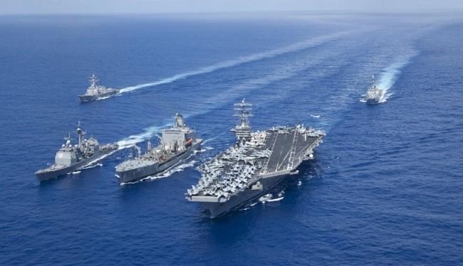 Tàu sân bay hạt nhân USS Nimitz cùng các tàu hộ tống. Ảnh: US Navy