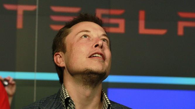 """Elon Musk từng là câu bé thường xuyên bị bắt nạt khi còn đi học. Nhưng nay anh đã là một """"Người Sắt"""" có những ý tưởng """"cực kỳ điên rồ"""". (Ảnh: Business Insider)."""