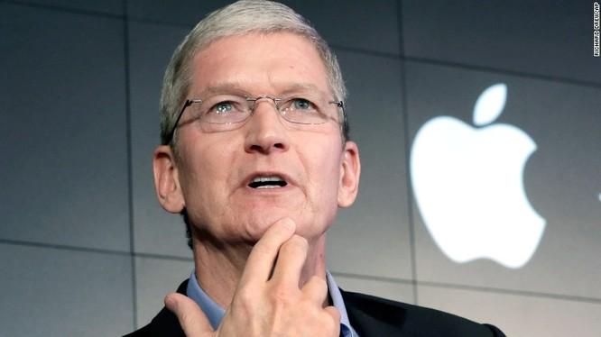 Theo CEO Tim Cook của Apple, tiếng Anh có thể là một ngôn ngữ toàn cầu, nhưng học lập trình còn quan trọng hơn (Ảnh: Fortune)