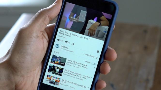Xem video YouTube trên thiết bị iOS 11 khiến máy nóng lên và sụt pin nhanh chóng. (Ảnh: 9to5mac)