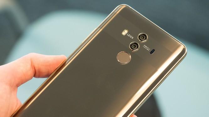 Huawei dự định bán Mate 10 Pro tại Mỹ qua nhà mạng AT&T nhưng mối quan hệ với AT&T bỗng dưng sụp đổ đột ngột. (Ảnh: the Verge)