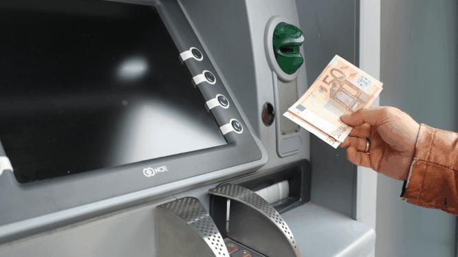 FBI gần đây đã cảnh báo các ngân hàng trên toàn thế giới rằng bọn tội phạm mạng sẵn sàng thực hiện hành vi rút hàng loạt tiền mặt từ thẻ ATM.