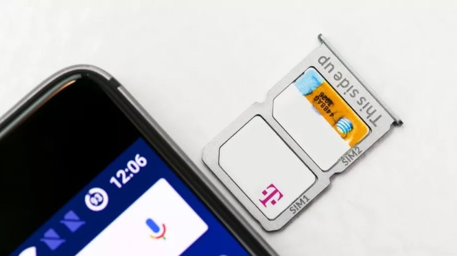 iPhone 2 SIM là điều khá ngạc nhiên vì Apple dường như không quá say mê với SIM kép. Vậy tại sao Apple lại thay đổi quyết định vào lúc này? (Ảnh: The Verge)