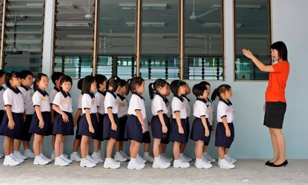 Mỹ chi trung bình 16.268 USD một năm để giáo dục một học sinh từ tiểu học đến đại học, cao hơn mức trung bình toàn cầu là 10.759 USD (Ảnh: The Guardian)