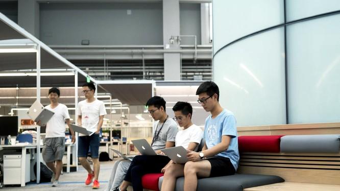 """Văn hóa làm việc kiểu """"tự sát"""" đã lan tới Trung Quốc (ảnh: Wired)"""