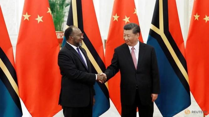 Chủ tịch Trung Quốc Tập Cận Bình trong cuộc gặp với Thủ tướng Vanuatu Charlot Salwai tại Bắc Kinh (Anh: Reuters)