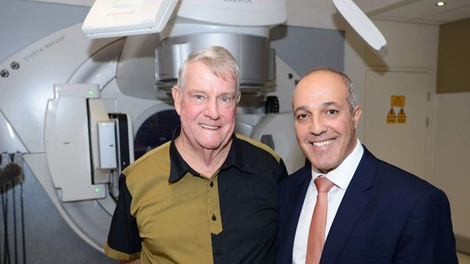 Giáo sư Porceddu (trái) cùng bệnh nhân ung thư cuống họng Searston, người đầu tiên được thử nghiệm vaccine chống ung thư (Ảnh: ABC News)