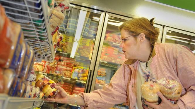 """Các loại thực phẩm """"siêu chế biến"""" ngày càng xuất hiện dày đặc trên các kệ hàng (Ảnh: LATimes)"""