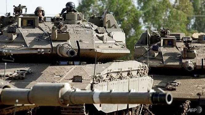 Xe tăng Merkava của Israel hoạt động trên Cao nguyên Golan (Ảnh: AFP)