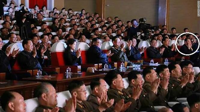 Nhà ngoại giao Triều Tiên Kim Yong Chol (khoanh tròn) trong bức ảnh mà truyền thông Triều Tiên đăng tải mới đây (Ảnh: CNN)