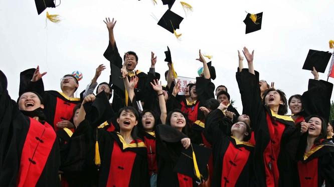 Sinh viên Trugn Quốc theo học ở Mỹ trở thành mục tiêu mới trong thương chiến Mỹ-Trung (Ảnh: CNN)