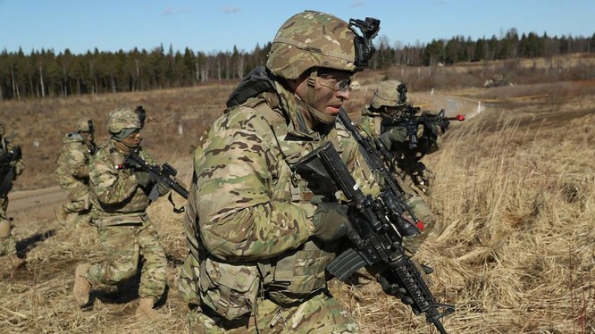 Binh sĩ Mỹ tham gia một cuộc tập trận ở Estonia (Ảnh: Getty)